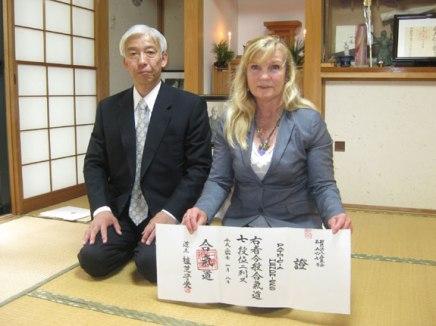 Pat Hendricks riceve il suo 7° Dan Aikikai da Doshu Ueshiba nel 2012
