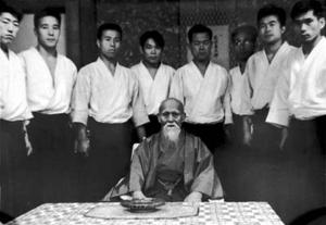 Il Fondatore con gli uchideshi dell'Hombu dojo