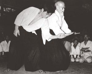 O'Sensei esegue Tai no Henko, uke T.K. Chiba