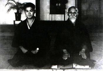 T.K Chiba in posa per una foto ufficiale con O'Sensei