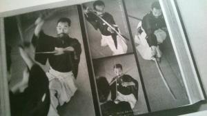 Foto del giovane Sugino Yoshio sensei da un manuale
